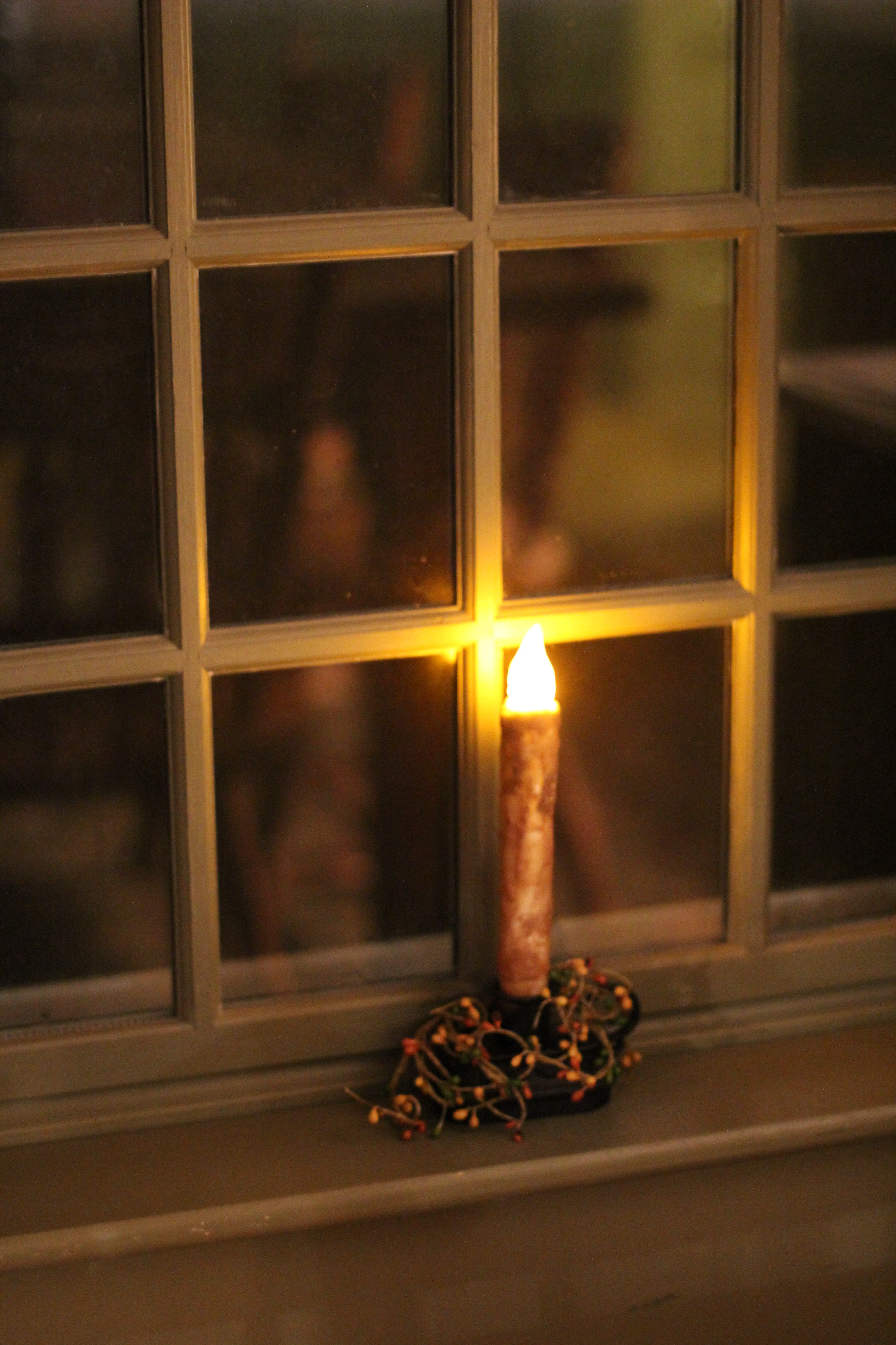 Battery operated window candles with timer - Last Christmas I Bought Battery Operated Window Candlesticks At A Benny S A Local Hardware Store I Got The Type That You Set Once And They Turn On